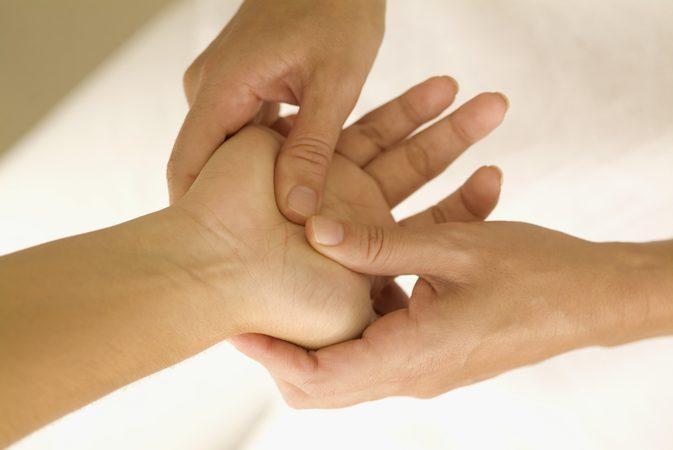 تنميل اليدين اثناء النوم