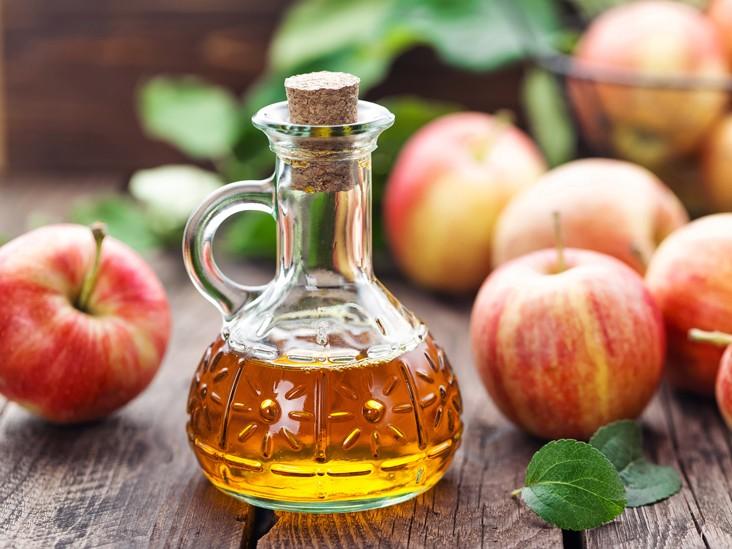 فوائد تناول خل التفاح على الريق