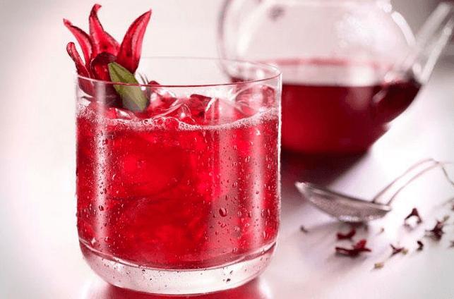 فوائد شراب الكركديه وأضراره