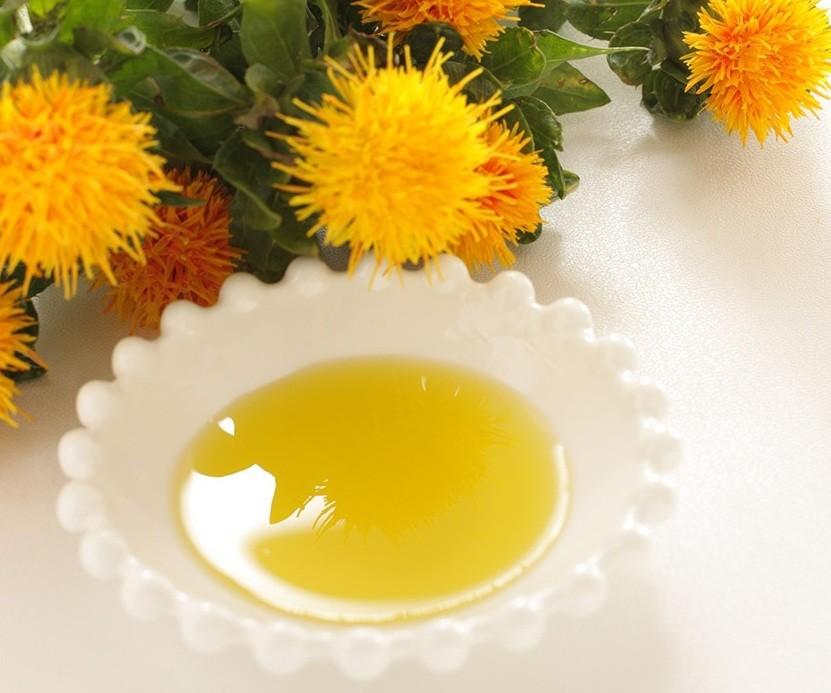 فوائد زيت العصفر السحرية للشعر