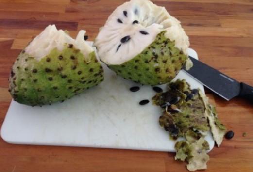 فوائد فاكهة القشطة
