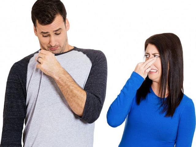 كيفية التخلص من رائحة العرق بالطرق الحديثة