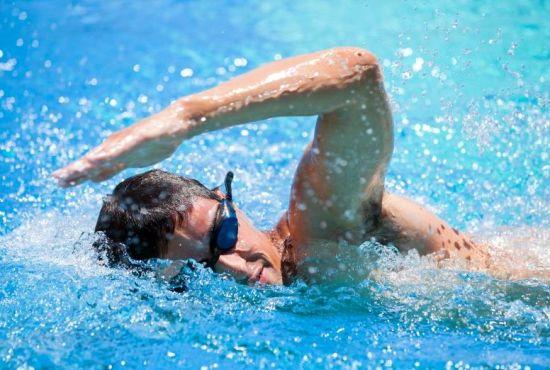 Photo of فوائد السباحة للصحة والجسم