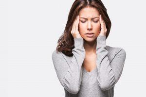 علاج الصداع الشديد المفاجئ والأسباب التي تسببه من أجل الابتعاد عنها