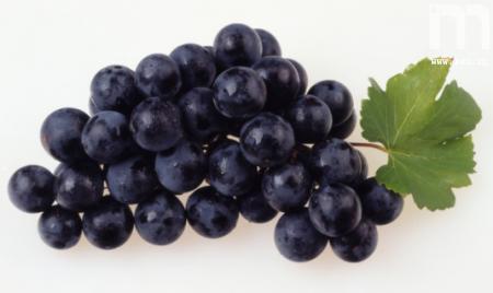 فوائد العنب الأسمر