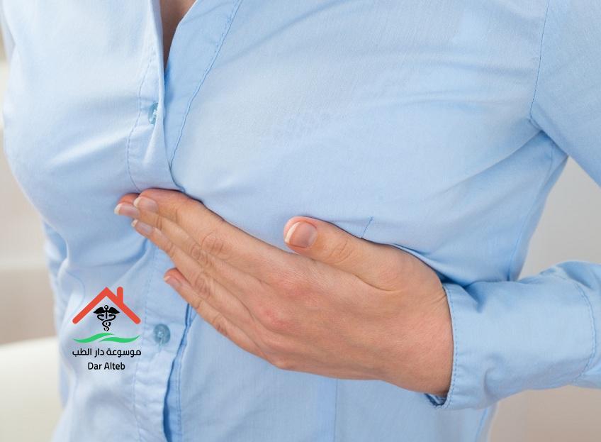 الم تحت الثدي الأيسر عند النساء أسبابه وعلاجه