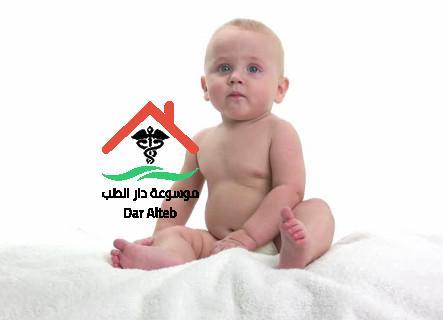 متى يبدأ الطفل بالتقلب ومتى يبدا الطفل الجلوس